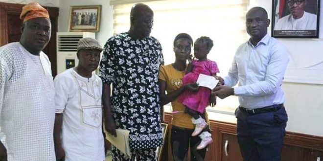 Agege LG Boss. Hon.Egunjobi gives girl with  Eye cancer N500,000 Support